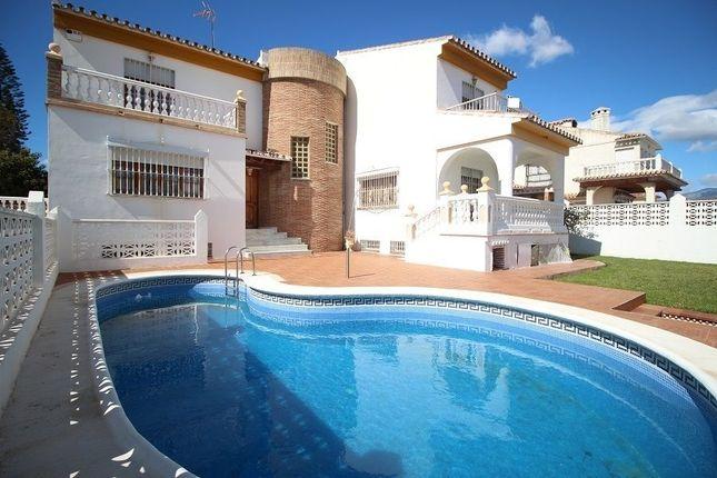 6 bed villa for sale in Torre Del Mar, Málaga, Spain