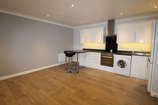 Thumbnail Flat to rent in Gladstone Road, Farnborough, Orpington
