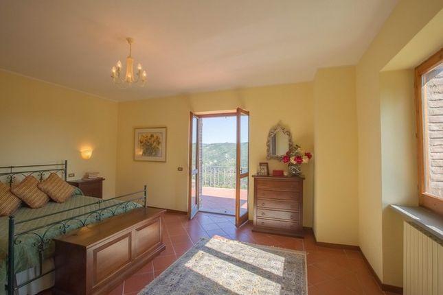 Montone A Piedi, Montone, Green Bedroom With View 2