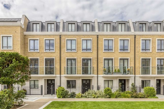 Thumbnail Property to rent in Rainsborough Square, London