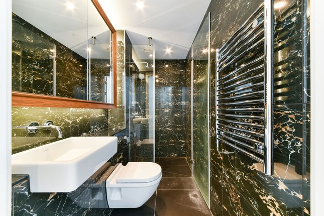 Bathroom of Sky Gardens, Nine Elms, London SW8