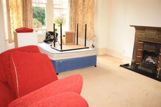 Thumbnail Flat to rent in Woodgrange Avenue, Ealing
