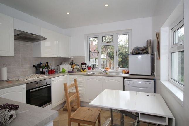 Thumbnail Flat to rent in Narrow Way, Bromley