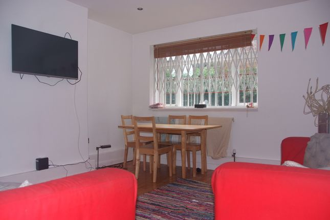 Thumbnail Flat to rent in Poynders Gardens, London