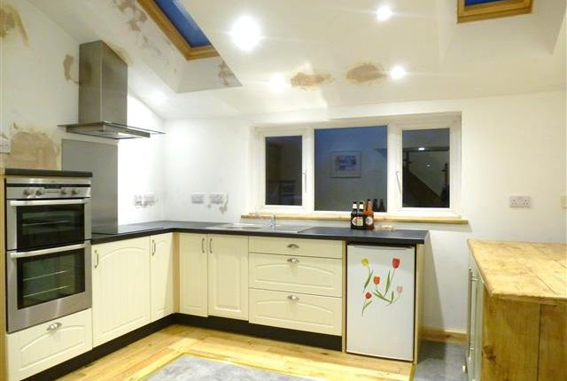Thumbnail Cottage to rent in Blagdon Hill, Taunton