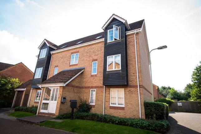 2 bed flat to rent in Horseshoe End, Newbury RG14