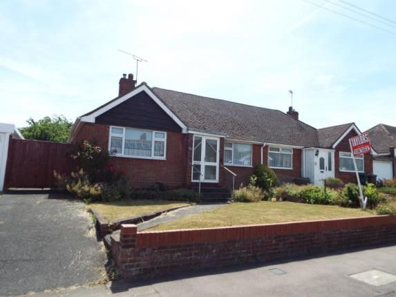 2 bed bungalow for sale in Emerald Road, Luton, Bedfordshire