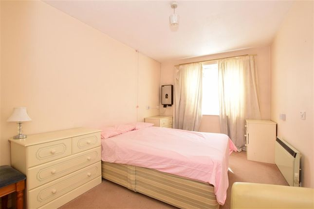 Flat for sale in Cambridge Road, London