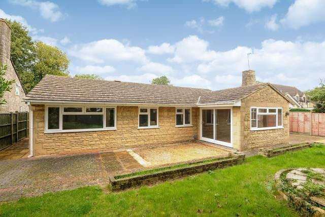 Thumbnail Detached bungalow to rent in Carterton, Oxfordshire