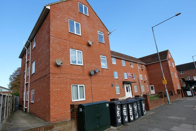 2 bed flat to rent in Lewis House, London Road, Stanford-Le-Hope SS17