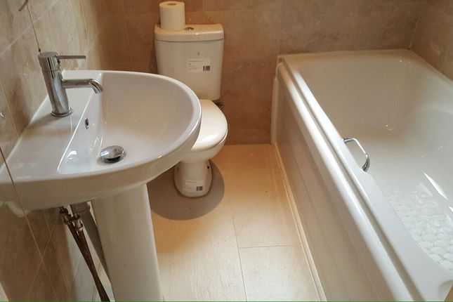 Bathroom of Shadyside, Doncaster DN4