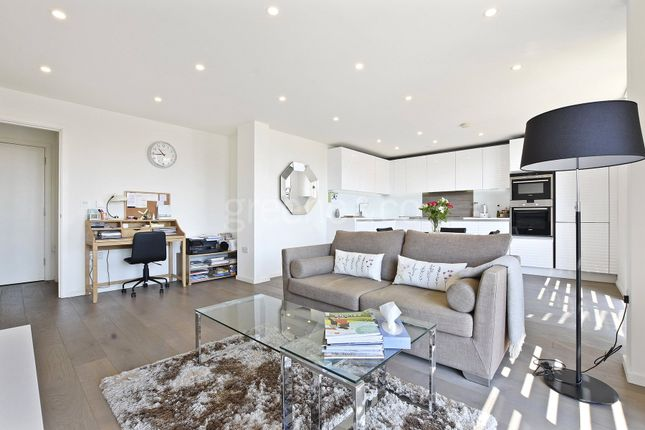 Thumbnail Flat for sale in Worcester Point, Central Street, London