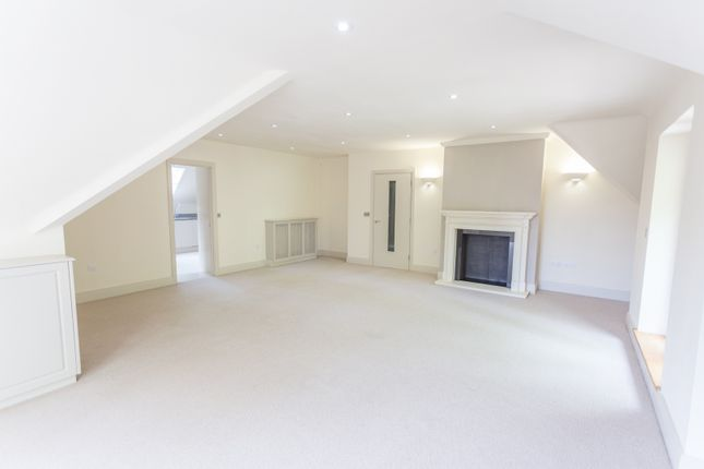 3 bed penthouse for sale in Stunning Three Bedroom Penthouse. Queens Hill, Ascot SL5