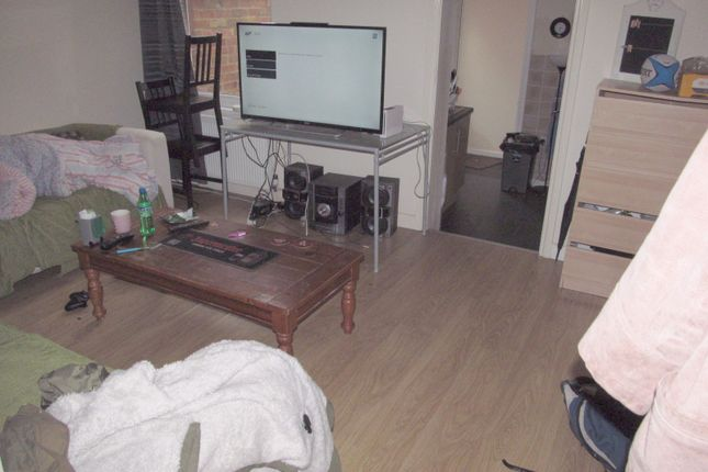 Thumbnail Semi-detached house to rent in Highgrove Road, Reading