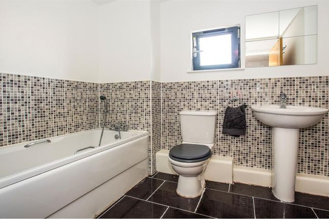 Bathroom of St Margarets Court, Maritime Quarter, Swansea SA1
