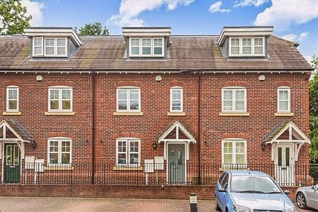 4 bed town house for sale in Rythe Close, Claygate, Esher KT10