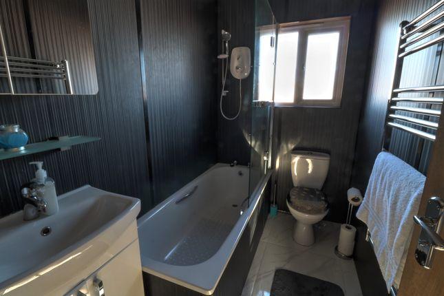 Bathroom of Leyshade Court, Dundee DD4
