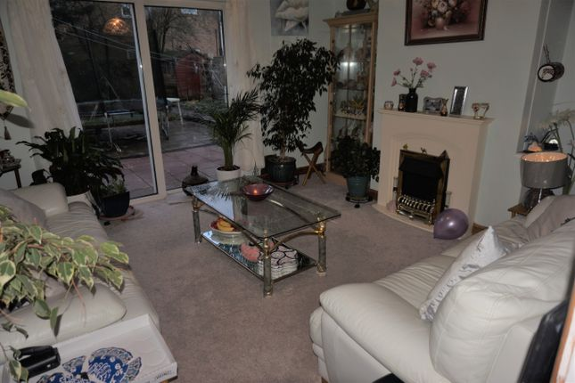3 bed terraced house to rent in Northdrift Way, Luton