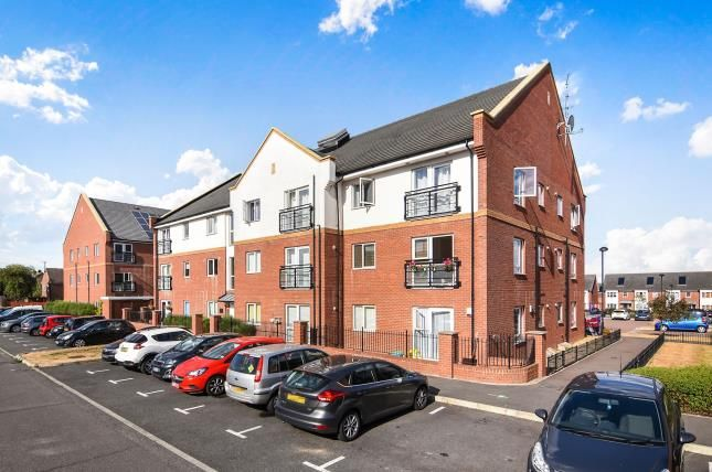 Thumbnail Flat for sale in Brook Mead, Basildon, Essex