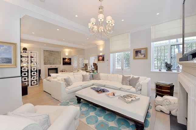 Thumbnail Flat to rent in Cadogan Square, Knightsbridge