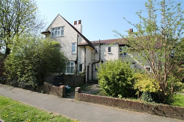 Thumbnail Flat to rent in Selcroft Road, Purley