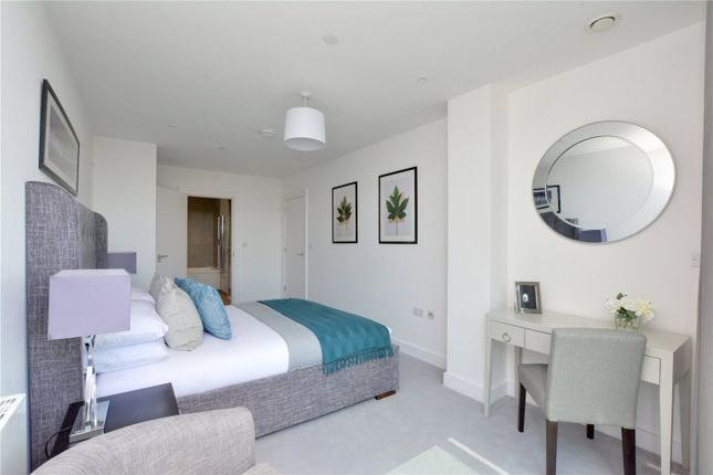 Picture No. 06 of Wyndham Apartments, 60 River Gardens Walk, Greenwich, London SE10