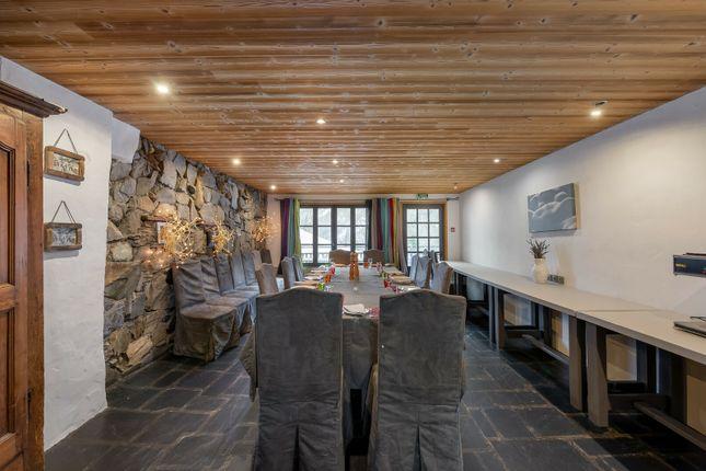 Hotel/guest house for sale in Auberge Sur La Montagne, La Thuile, Sainte-Foy-Tarentaise, Bourg-Saint-Maurice, Albertville, Savoie, Rhône-Alpes, France