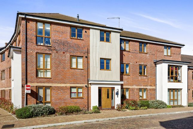 Thumbnail Flat for sale in Peggs Way, Basingstoke