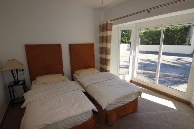 18 Guest Bedroom S
