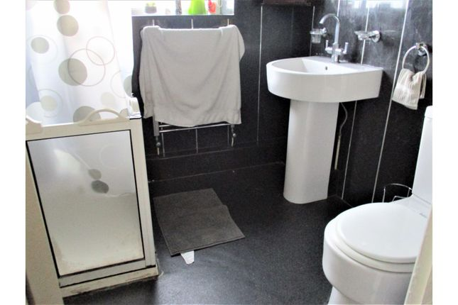 Shower Room of 3 Nant Y Gamar Road, Llandudno LL30