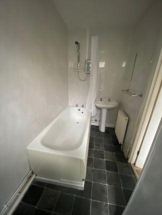 Bathroom of East Road, Tylorstown CF43