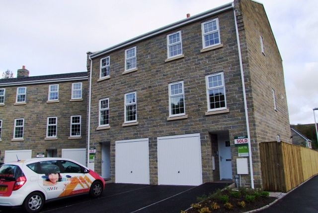Thumbnail Town house to rent in Shuttle Close, Mossley