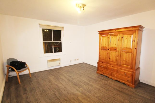 2 bed flat to rent in Manor House Garden, High Street Wanstead, London E11