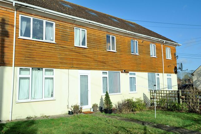 3 bed flat to rent in Mead Court, Gillingham SP8