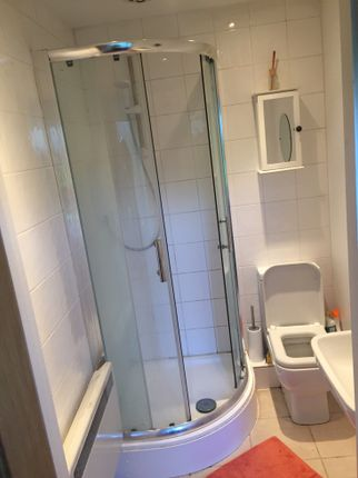 Bathroom of Fullwell Avenue, Ilford IG5