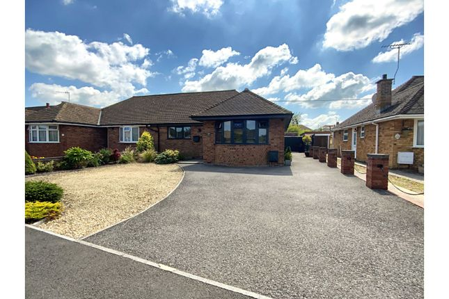 3 bed bungalow for sale in Kerrs Way, Swindon SN4