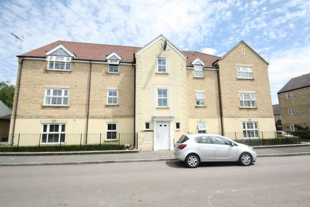 2 bed flat to rent in Kingfisher Court, Calne