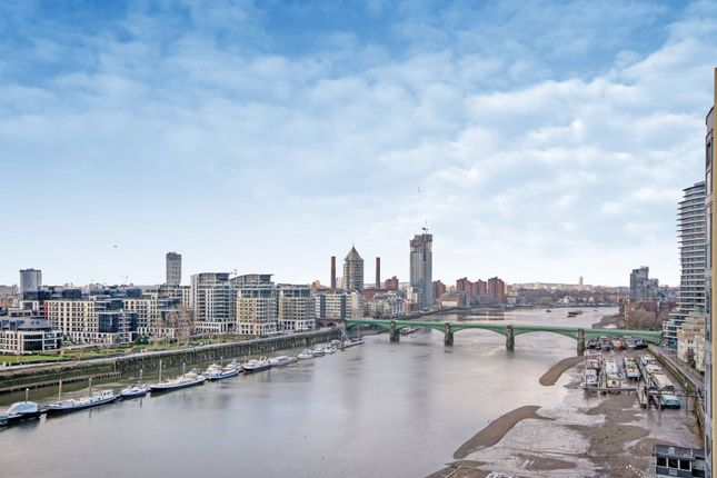 Flat for sale in Vicentia Court, Battersea, London
