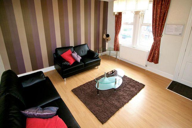 Thumbnail Property to rent in Beechwood Mount, Burley, Leeds