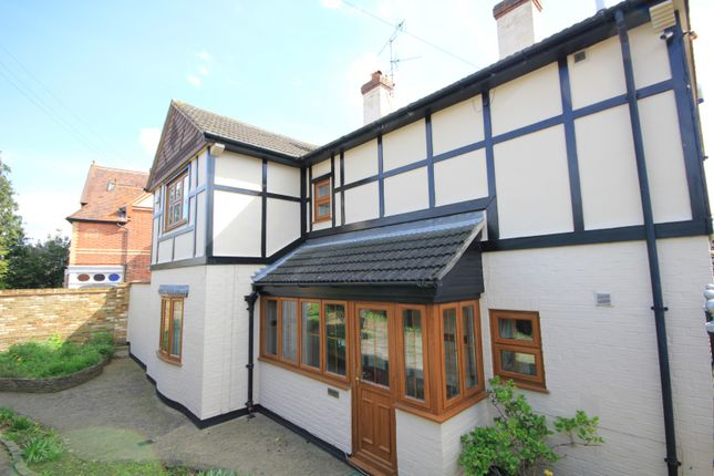 Thumbnail Detached house for sale in Burghfield Road, Reading