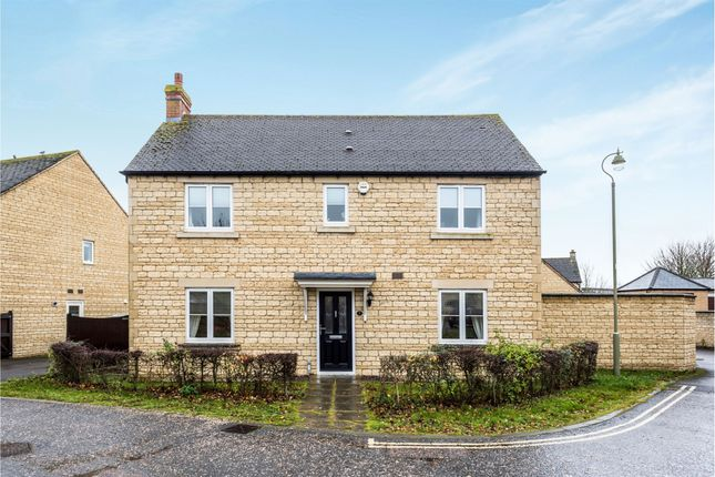 Thumbnail Detached house for sale in Meadow Way, Carterton