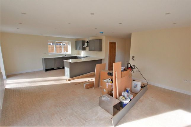 Living of Corby Road, Swayfield, Grantham NG33