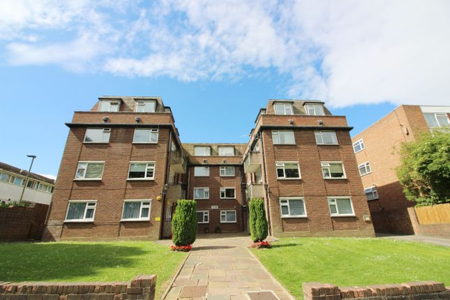 2 bed flat to rent in Moss Hall Grove, West Finchley