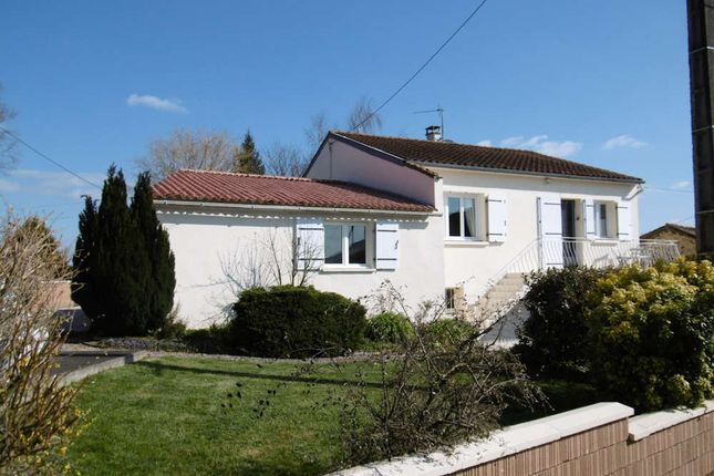 5 bed detached house for sale in 79320, Poitou-Charentes, France