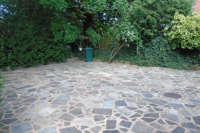 Garden  of Oakleigh Park North, Totteridge N20