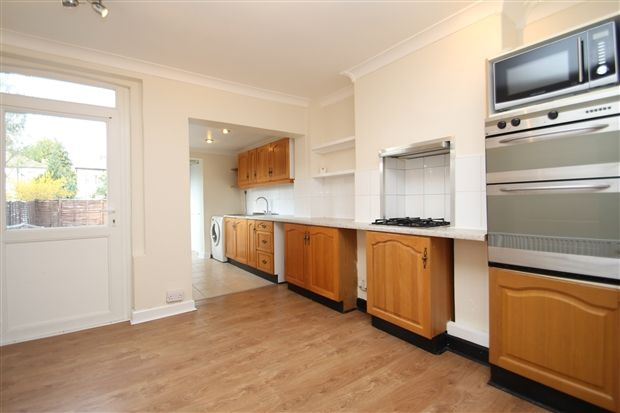 3 bed semi-detached house to rent in Aylesbury Road, Bromley