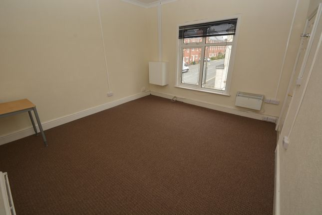 Thumbnail Flat to rent in Charles Street, Hinckley, Leicestershire