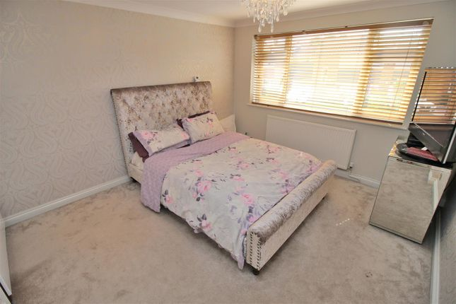 Ullswater crescent bramcote nottingham ng9 4 bedroom for Bedroom zone nottingham