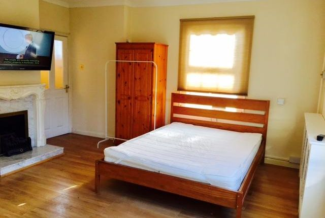 Thumbnail Room to rent in Coldershaw Road, West Ealing