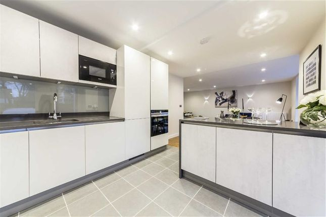 Thumbnail Flat for sale in Clapham Court Terrace, Kings Avenue, London